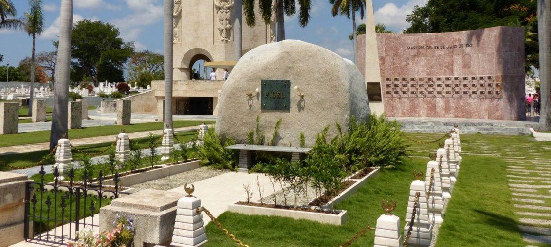 El General de Ejército Raúl Castro Ruz, le encomendó la tarea al arquitecto Eduardo H. Lozada León, quien junto a su esposa, la también arquitecta Marcia Pérez Mirabal, realizó la concepción del recinto.