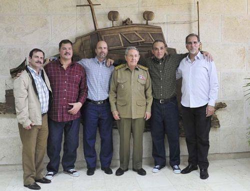 El 17 de diciembre de 2014 llegaron a la Patria Ramón, Antonio y Gerardo, quienes junto a René y Fernando sufrieron injustas condenas por su lucha contra el terrorismo contra Cuba desde Estados Unidos.