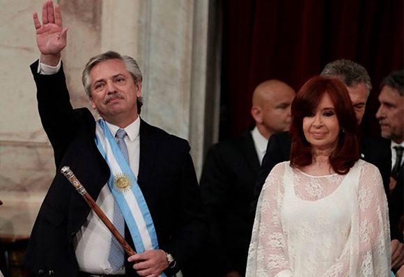 Alberto Fernández leyó su mensaje a la nación, en el que recordó que un día como este, de 1983, se restableció la democracia con Raúl Alfonsín, tras los oscuros años de dictadura.