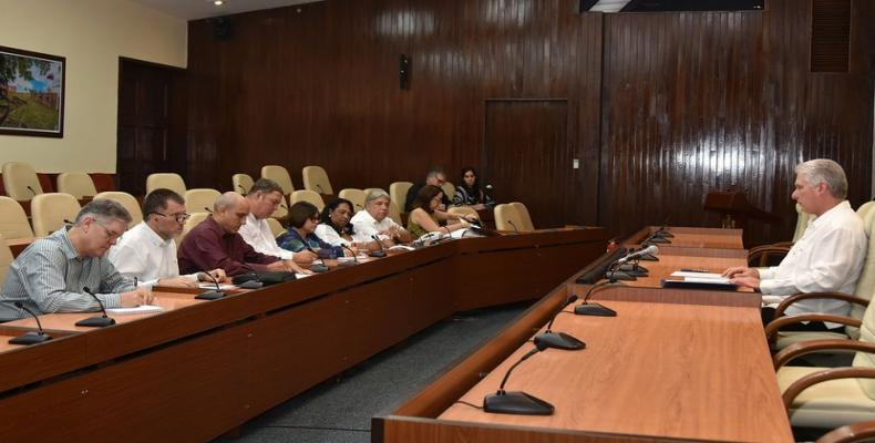 Díaz-Canel Bermúdez destacó el papel de la Asociación Nacional de Economistas y Contadores de Cuba en la batalla económica que emprende el país y su capacidad para aglutinar a quienes más conocen de estos temas en la Isla.