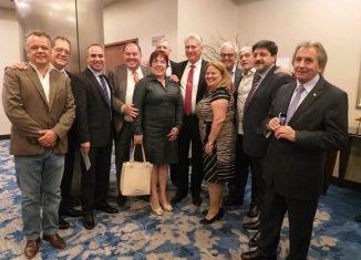 En la reunión, con una representación de empresarios que apuestan por el fortalecimiento de las relaciones mutuas, el presidente cubano agradeció al empresariado argentino que pese al bloqueo de Estados Unidos apuesta por las relaciones comerciales con Cuba.