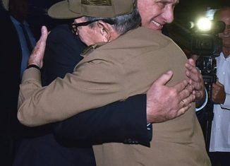 Cercano a la medianoche de este miércoles, el Primer Secretario del Comité Central del Partido Comunista de Cuba dio la bienvenida en el aeropuerto internacional José Martí al Presidente de la República.