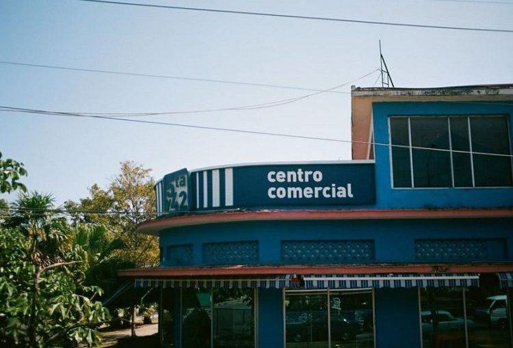 Han sido seleccionadas 2 unidades comerciales en las cadenas de tiendas Panamericanas, Centro Comercial Almendares, ubicada en la esquina de Avenida 41 y Avenida 42; y la otra a la Cadena Tiendas Caribe, Centro Comercial de 5ta. y 42.