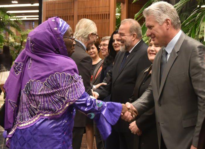 En el diálogo participaron también otras autoridades del Gobierno e instituciones nacionales.