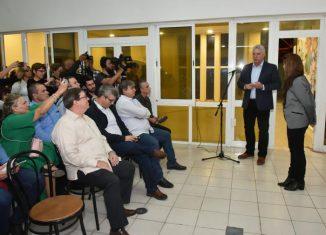 Telesur en Cuba es el sueño materializado del Comandante en Jefe Fidel Castro y de Hugo Chávez de integrar el Caribe Oriental, dividido por barreras idiomáticas y que está en medio de un fuego cruzado recibiendo balas reales y simbólicas.