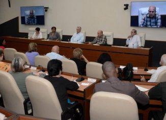 Luego de encuentros similares con claustros de Historia, Matemática y Física, el Presidente cubano se reunió con profesores de Lengua Española y Literatura de la Universidad de Ciencias Pedagógicas.