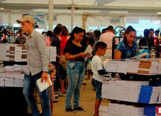 Cuando el bloqueo económico, financiero y comercial que impone EE.UU. a Cuba atenaza sus resortes para asfixiar a la Isla, la voluntad del país es la de hacer esta fiesta para la familia cubana.