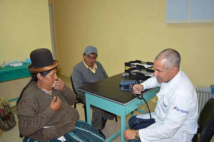 La cooperación médica con Bolivia se inició en 1985 con la donación de tres salas de terapia intensiva para hospitales pediátricos. Desde el año 2006 hasta el año 2012, Cuba asumió los gastos de la cooperación con Bolivia por valor de más de 200 millones de dólares anuales.
