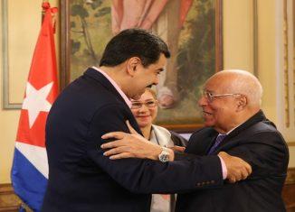 El mandatario bolivariano agradeció al pueblo cubano por el apoyo que brindan a los programas de su gobierno en favor de las personas más vulnerables.