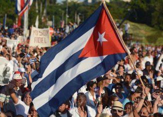 En su perfil en esa red social Twitter, el Presidente de la República de Cuba alude a la llegada de numerosos mensajes desde diversas partes del mundo con felicitaciones al país por el año 61 de la Revolución.