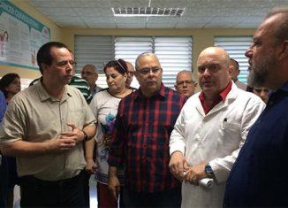 Durante el recorrido, el director del Hospital Calixto García, Edilberto González, destacó que culminan el año con más de 200 mil pacientes atendidos en el Centro de Urgencias y Emergencias y más de 15 mil ingresos.