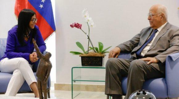 La vicepresidente ejecutiva de la nación bolivariana, Delcys Rodríguez, sostuvo una reunión de trabajo con el vicepresidente del Consejo de Ministro, Ricardo Cabrisas Ruiz, donde acordaron estrechar la cooperación ante la agresividad de la administración Trump.