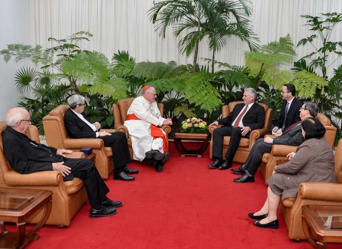 Durante el encuentro acompañaron al Cardenal Dolan, el Obispo Auxiliar del condado de Brooklyn, Nueva York, Octavio Cisneros; y el Obispo Emilio Aranguren Echeverría, presidente de la Conferencia de Obispos Católicos de Cuba.
