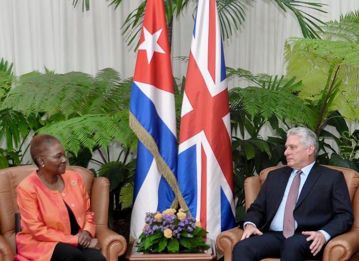 En un ambiente cordial, intercambiaron sobre el estado de las relaciones bilaterales y rememoraron el encuentro de Díaz-Canel con miembros del Parlamento británico en noviembre de 2018.