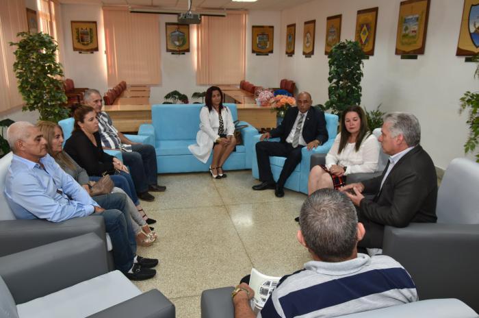 el mandatario habló de las gestiones realizadas por la viceprimera ministra, Inés María Chapman, durante su visita a Kenya, de donde trajo el compromiso del gobierno anfitrión de poner todo empeño en el retorno seguro de los dos jóvenes cubanos a su Patria.