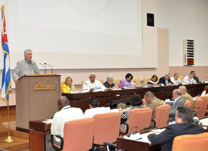 El Presidente cubano exhortó a los fiscales a actuar, en todos los niveles, con responsabilidad, ejemplaridad, profesionalidad y sensibilidad, de manera justa, alejados de la prepotencia y la soberbia.