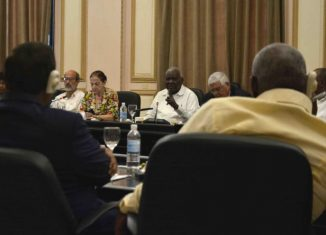 Durante el encuentro, el Presidente del Parlamento cubano ofreció a los diplomáticos una pormenorizada explicación de los cambios constitucionales en Cuba hasta la adopción de la nueva Carta Magna.