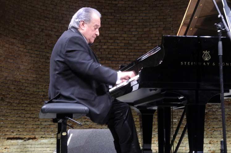 Frank Fernández recibió elogios de la crítica especializada alemana