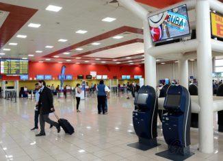 Dentro de las labores realizadas figuran el mejoramiento de la iluminación en las salas de salida de pasajeros, de inmigración y aduana y en la de última espera