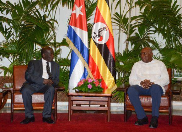 Durante el encuentro, ambos dirigentes dialogaron sobre el buen estado de las relaciones y ratificaron la voluntad mutua de fortalecerlas, en particular la cooperación en materia de salud y educación.