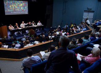 El primer tema a debate fue el de las programaciones culturales, que, según el informe del pasado año, creció cualitativamente, con especial énfasis en el trabajo de los proyectos socioculturales comunitarios y el talento aficionado.