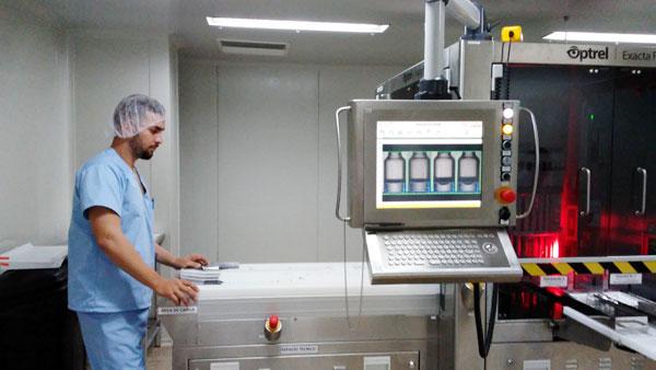 La institución tiene la capacidad para producir todo el Interferón Alfa 2b recombinante que se requiera para combatir la covid-19, y los niveles productivos alcanzan los 50 000 bulbos diarios en la forma líquida del compuesto; en tanto, del liofilizado, se logran 40 000 semanales.
