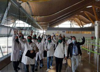 En el aeropuerto de Madrid, los profesionales cubanos de la salud fueron recibidos por el embajador de Cuba en España Gustavo Machín. Ellos continuaron en ómnibus hacia el Principado de Andorra.