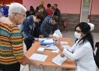 La Isla continúa sin casos confirmados del nuevo coronavirus que ya ha afectado a 104 naciones. Hasta el momento se han ingresado para su estudio 30 viajeros y luego de realizar siete nuevos análisis para Covid-19, el país se mantiene libre de la enfermedad.