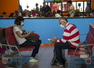 El ministro de Salud Pública, José Ángel Portal Miranda, confirmó un quinto caso positivo a la Covid-19 en Cuba. Un paciente cubano, de 63 años de edad, residente en el habanero municipio de Diez de Octubre, que regresó a la Isla procedente de España, el pasado 8 de marzo.