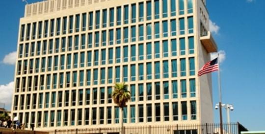 En agosto de 2017 el Departamento de Estado alegó que varios diplomáticos estaban afectados por una supuesta pérdida auditiva. En respuesta, expulsó a 15 diplomáticos cubanos y retiró a la mayoría de los suyos de La Habana; luego, cerró el consulado en la Isla.