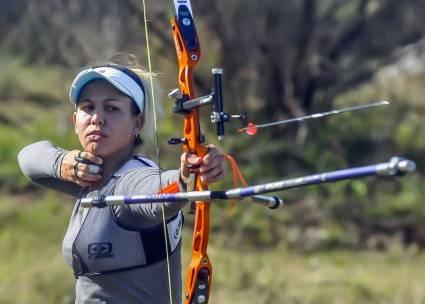 La santiaguera de 25 años es la capitana del conjunto cubano femenino de arquería y es también la mejor arquera de Cuba actualmente. Con una marca personal de 635 puntos, la santiaguera aspira a conseguir el boleto a los Juegos Olímpicos de Tokio 2020.