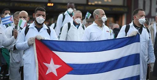 Una brigada de 217 profesionales de la salud cubana partió hacia Sudáfrica, para apoyar el combate contra la covid-19 en ese país. Con ella ascienden a 22 las «embajadas médicas» de la Isla que han viajado hacia el exterior, para ayudar a salvar vidas.