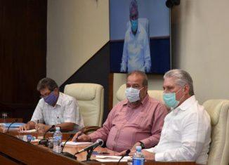 El Presidente de la República, Miguel Díaz-Canel Bermúdez, y el primer ministro, Manuel Marrero Cruz, encabezaron este miércoles la reunión diaria que pasa revista a la situación con la COVID-19 en la Isla, donde se han confirmado 212 casos, entre ellos seis fallecidos.