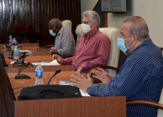 De manera especial, el Presidente Díaz-Canel dio a conocer detalles sobre la reunión desarrollada en la mañana de este martes con dirigentes del sistema de Salud Pública y con un grupo de expertos, donde se presentó la organización de la etapa más compleja de la epidemia,