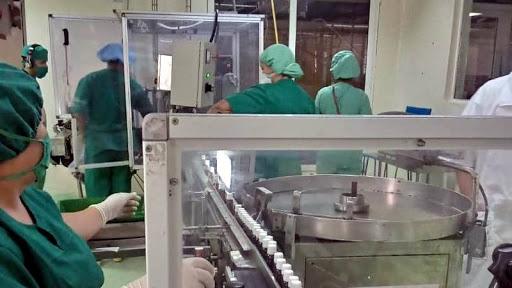Según Adalberto Izquierdo Castro, jefe del grupo de Investigación y Desarrollo de la unidad empresarial de base (UEB) Novatec, perteneciente a MedSol, el fármaco está en etapa de desarrollo: se elaboraron tres lotes piloto y se realizó el análisis físico–químico.