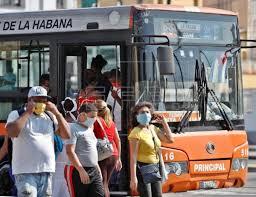 Se decidió paralizar el servicio de transporte público urbano, especificando que ello incluye los ómnibus, ruteros y otras modalidades de transporte de pasajeros estatales y privadas, como los coches y bicitaxis.