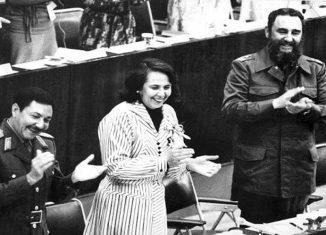 Como paradigma de mujer, de combatiente, de profesional y de líder en la lucha por los derechos femeninos y humanos, calificó el mandatario en su cuenta de la red social Twitter a la fundadora de la Federación de Mujeres Cubanas (FMC).