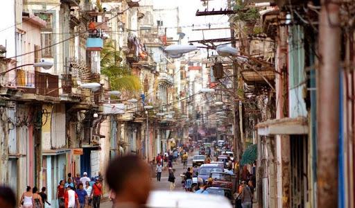 Las autoridades de la capital destacaron que hay que continuar batallando por la percepción de riesgo, la cual ayudaría al cumplimiento popular de las indicaciones, así como elevar la pesquisa activa en los 12 Consejos Populares identificados como vulnerables dentro de La Habana.