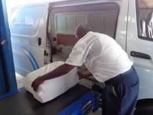 El Grupo Empresarial Correos de Cuba informa a sus clientes que sólo se restablecerá la entrega a domicilio de los envíos postales internacionales que han arribado al país y están en sus almacenes pendientes de entrega a los destinatarios.