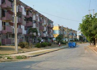 El sitio en aislamiento total abarcó 13 edificios con alrededor de tres mil personas de esta urbe, cabecera de la occidental provincia homónima, y la cuarentena se estableció al entrar Cuba en fase de transmisión autóctona limitada de la enfermedad.