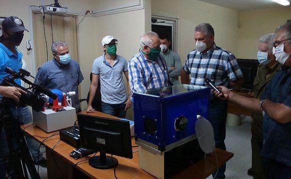 El presidente chequeó el desarrollo de un nuevo prototipo de ventilador pulmonar para las salas de terapia intensiva y el programa para una vacuna, como parte de la lucha contra la COVID-19.
