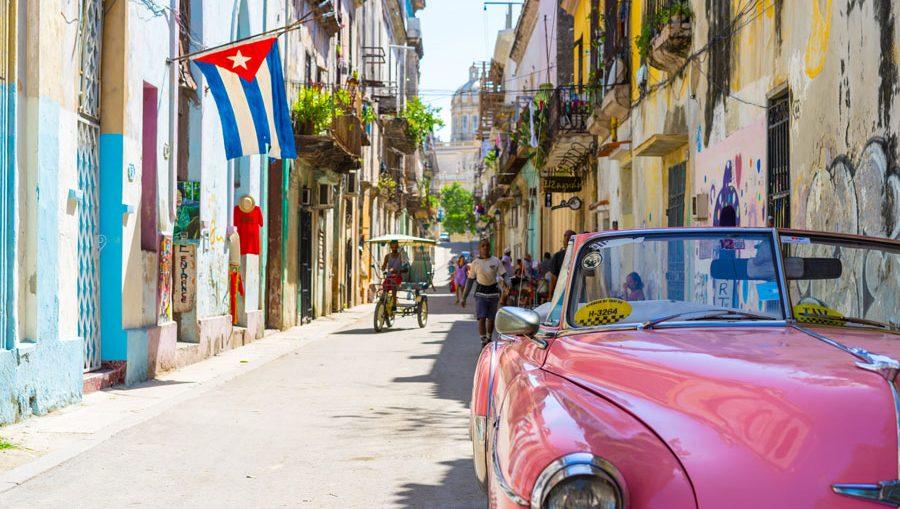 Por su colindancia con el municipio de Centro Habana, el Consejo de Defensa Provincial indicó las medidas para La Habana Vieja; ello supone limitar la salida de las personas, —solo aprobado por cuestiones de trabajo o necesidades imprescindibles.