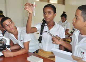 El país adopta todas las medidas para garantizar el reinicio del curso escolar en Secundaria Básica, a fin de que se cumplan los objetivos docentes previstos con los más de 303 700 estudiantes de esa enseñanza.