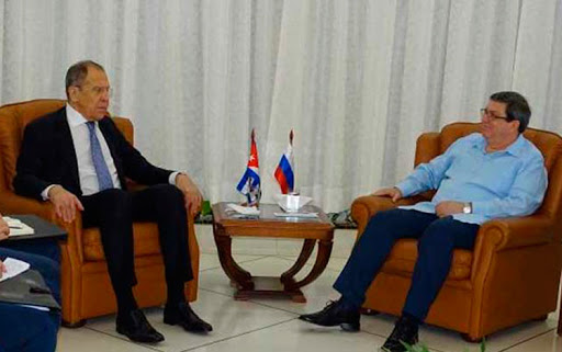 El ministro ruso de Asuntos Exteriores, Serguei Lavrov, intercambió con su similar cubano, Bruno Rodríguez Parrilla, sobre la cooperación para combatir la pandemia de la COVID-19 y el papel de la Isla en el proceso de paz en Colombia.
