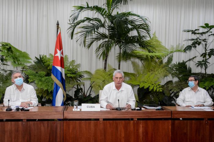 El Presidente cubano afirmó que urge intercambiar experiencias y concertar posiciones para enfrentar juntos los efectos de la COVID-19, pandemia que profundiza la crisis que sufren nuestras sociedades, en particular, en el ámbito económico.