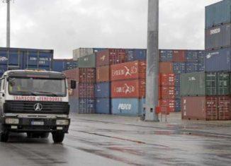 El propósito es eliminar las trabas que obstaculizan el desarrollo de las fuerzas productivas en el país. En este sentido, indicó que el esfuerzo estará dirigido a promover las exportaciones, sustituir importaciones eficientemente y atraer inversiones extranjeras.