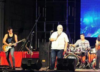 Como parte del grupo Moncada fue acreedor de numeroso premios y distinciones, entre ellos: Distinción por la Cultura Nacional, Medalla Raúl Gómez García, la Giraldilla de la Habana, 250 Aniversario de la Universidad de la Habana, entre otros.