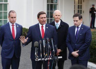 Tres senadores estadounidenses, cual de ellos más obcecado con hacer rendir por hambre a Cuba, acaban de presentar un proyecto de ley que pretende castigar a aquellos países que aceptan la colaboración médica de la Isla.