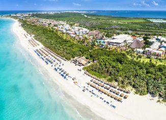 Aunque el principal destino de sol y playa de Cuba no recibe turismo desde hace casi 90 días, las obras constructivas continúan su avance y el balneario se prepara para la etapa post pandemia, aseguraron autoridades del Ministerio del Turismo.