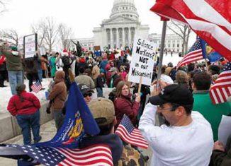 Afirman buenos y preocupados ciudadanos de los Estados Unidos, que los cientos de miles de personas que salieron a protestar en las calles de las principales ciudades del Imperio son vándalos, delincuentes, saqueadores… ¡comunistas!